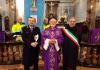 Don Franco Ramella tra il sindaco Di Fonzo e il commissario Griggio. Ingresso nuovo parroco a San Pietro Mosezzo