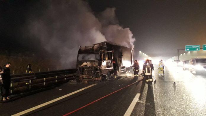 Intervento dei Vigili del fuoco di Novara sull'autostrada A4 Torino-Milano