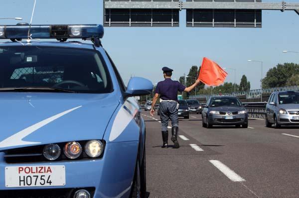 A Novara in corso Risorgimento una vettura termina contro altre macchine