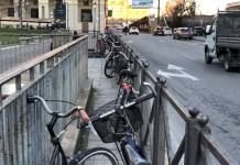 Sosta selvaggia biciclette alla stazione di Novara, il comune pensa a nuove rimozioni