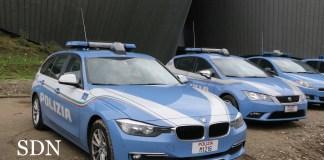 Volanti della polizia di Verbania davanti al teatro Il Maggiore