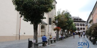 la piazza accanto alla chiesa parrocchiale di Santa Maria Maggiore in Valle Vigezzo