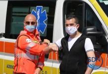 Il presidente della Squadra nautica di salvamento, Alessandro Pinzino, e il cantante della solidarietà Salvatore Ranieri