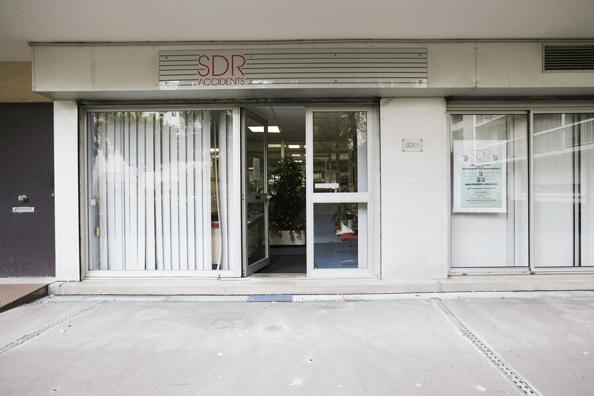 L'entrée des locaux de SDR Accidents, au rez de jardin du 10 rue Guillaume Bertrand, 75011