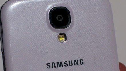 صورة جديدة للهاتف Galaxy S4 active باللون الأزرق