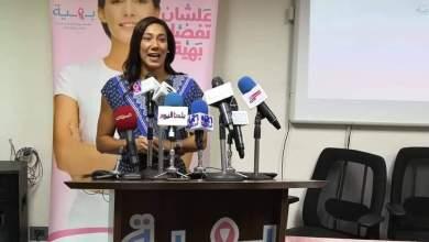"""صورة السباحة العالمية """"فريدة عثمان"""" تدعم بهية وتهدي المتعافيات عددا من الميداليات الخاصة بها"""