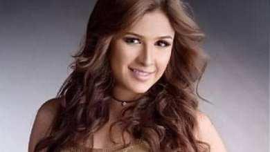 Photo of ياسمين عبدالعزيز فنانة ذو وجه مبتسم رسمت خطاها من ذهب فى عالم الفن