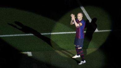 صورة إنييستا على تواصل مع برشلونة ولا يفكر بالاعتزال قريباً