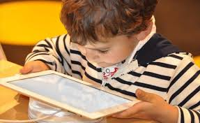 صورة الأجهزة الذكية ستدمر طفلك….احذر