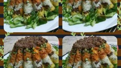 صورة تورتة الأرز الملون بالعصاج