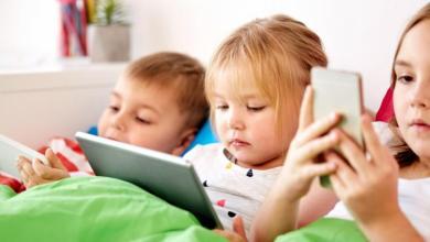 صورة مخاطر استخدام الهواتف النقالة وأضرار النت على الأطفال والناشئة