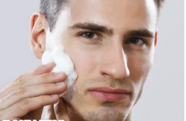 أفضل علاج للبشرة الدهنية عند الرجال