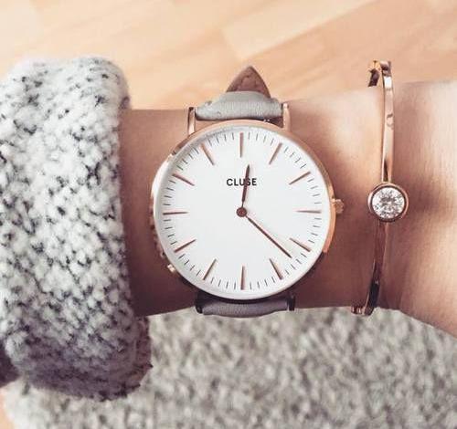 ما السبب وراء لبس الساعة في اليد اليمنى؟؟؟