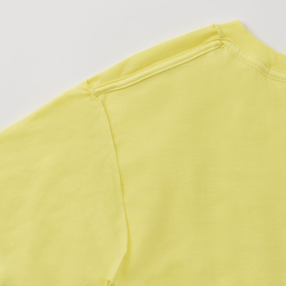 襟ぐりから左右両肩の補強と、肌への負担軽減になる伸び止めテープを使用。