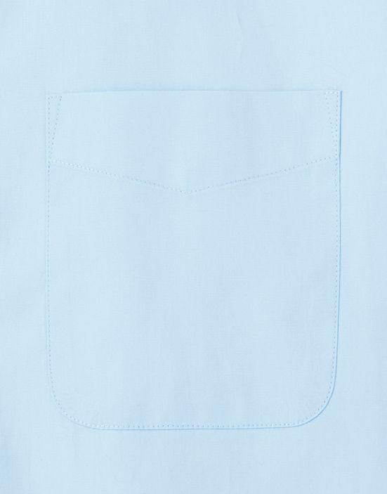 左胸にはペンやメモ、伝票が入れられるアウトポケットが付いています。