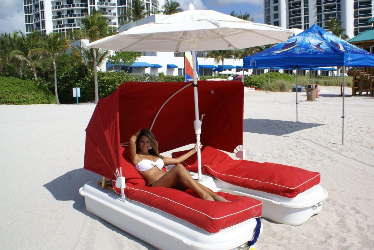 Seaduction Floats cabana