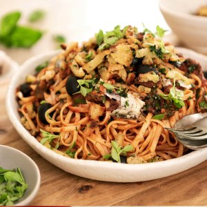 Sardine tomato linguine with crunchy herb crumbs image