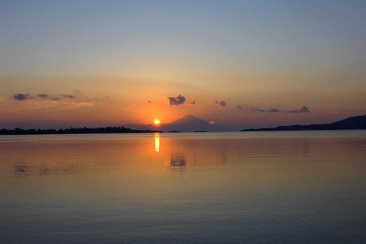 Vourvourou - Sunrise in Athos.