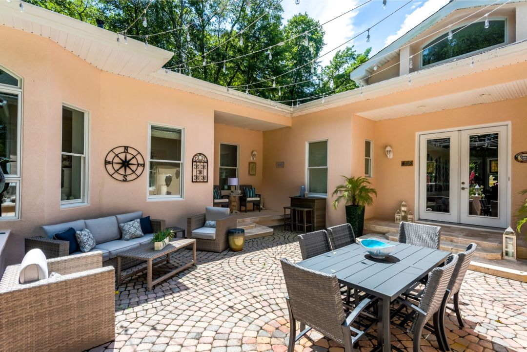 Addition in Juniper Court, Ocean Pines MD - Patio Area with Rattan Furniture and Round Paving