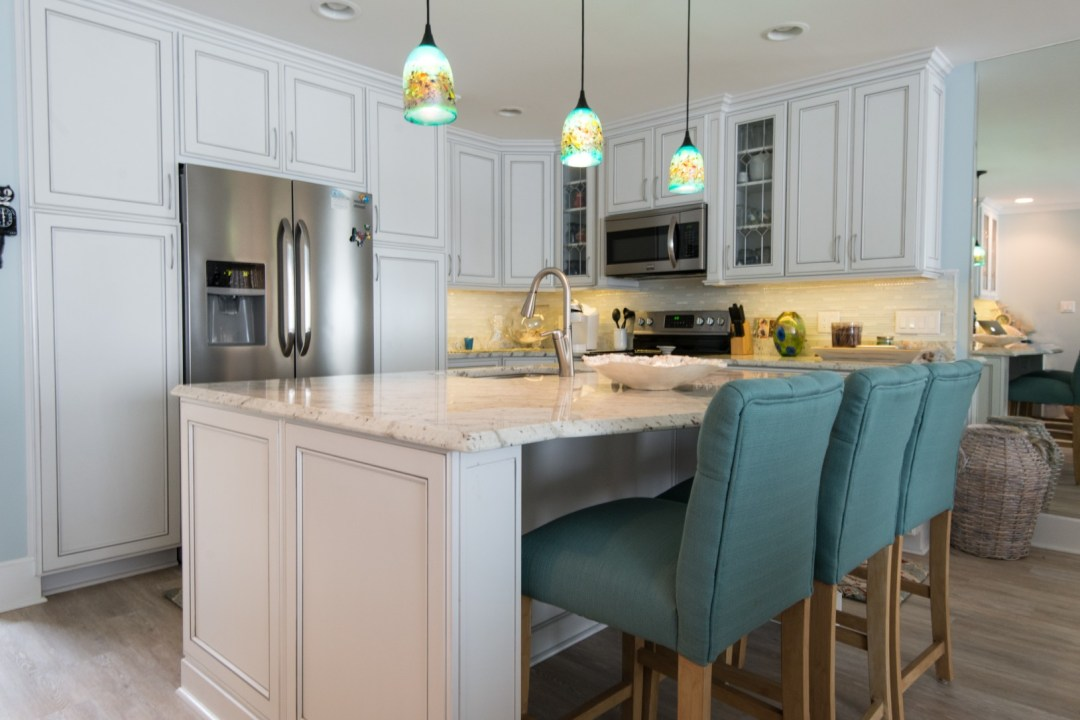 Kings Grant Renovation Vol.1 Kitchen with Center Island, Andromeda White Granite Countertop, Three-Light Pendant and White Cabinets