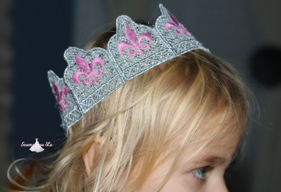 silver and pink fleur de lis crown diy embroidery design