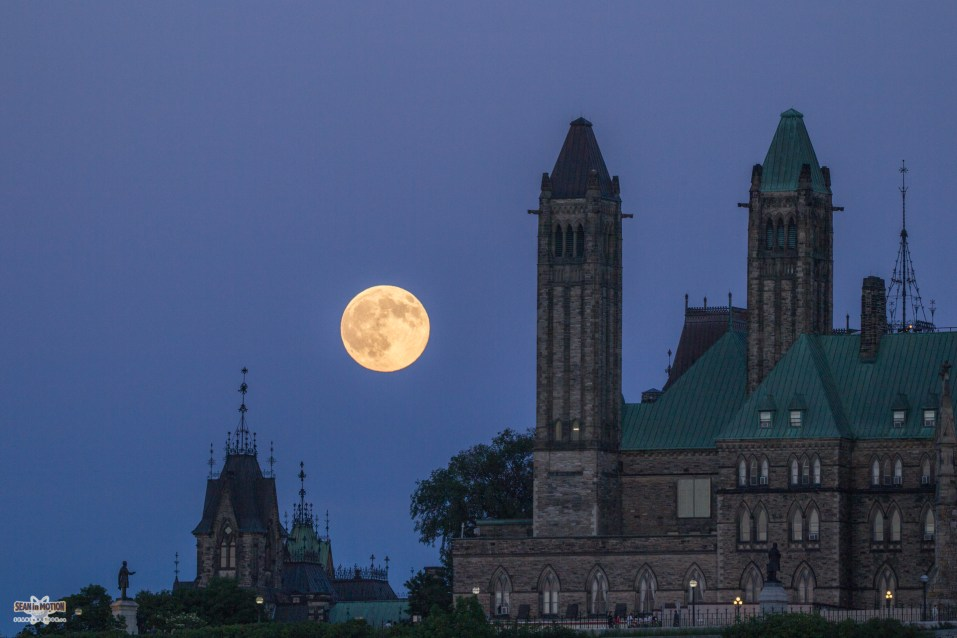 full-buck-moon-ottawa-parliament-july-2017-sean-costello-9100
