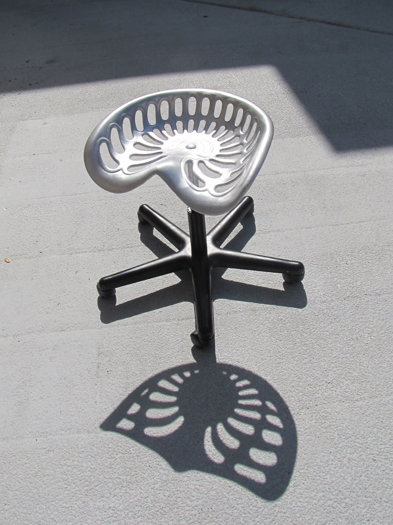 20100428 Tractor seat stool