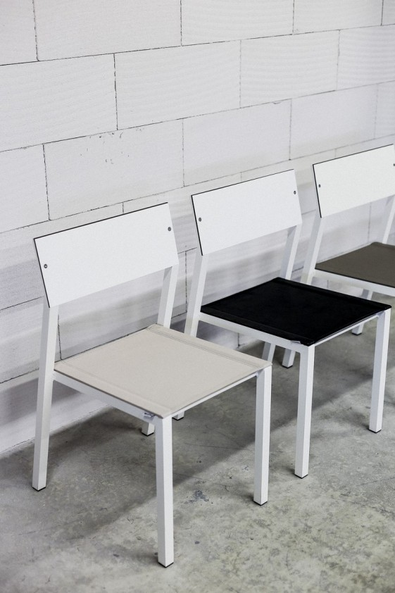 chaise cora exterieur de jardin en metal aluminium de couleur assise en tissu outdoor batyline dossier en hpl seanroyale