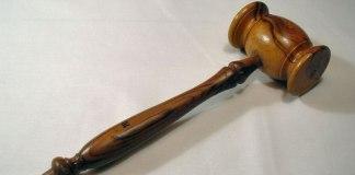 Ateus tentam vetar frase 'perante Deus' em juramento nos EUA e perdem a causa na justiça