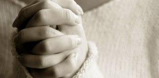 Casal cristão é forçado a sair de casa por causa de sua fé