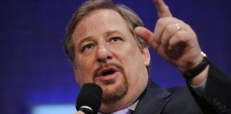 Rick Warren credita 'o modelo de discipulado de Jesus' ao crescimento de sua igreja