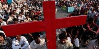 Cristã tem metade de seu corpo queimado, após recusar proposta de casamento, no Paquistão