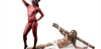 "Drag queen se veste de diabo fazendo selfie com ""Jesus"", na Bahia"