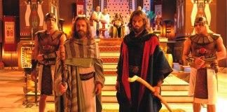 """""""Os Dez Mandamentos"""" influenciou milhões de brasileiros. A novela bíblica da Record quebrou a hegemonia da audiência global no horário nobre."""