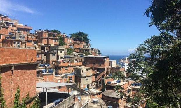 """Pastor explica crescimento de igrejas nas favelas: """"Deus é a única opção para os pobres"""""""