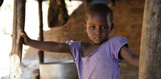 Uma criança menor de 15 anos morre a cada 5 segundos em todo o mundo