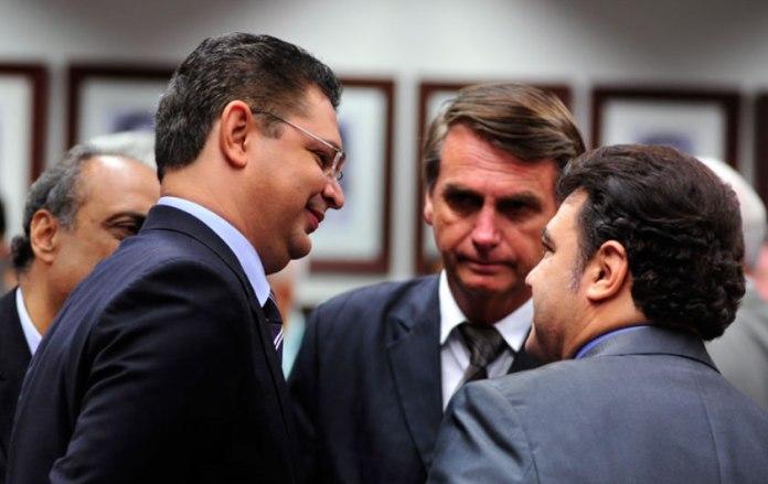 Pastores de diversas denominações evangélicas foram se posicionando aberta e voluntariamente em favor de Bolsonaro