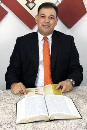 Pastor Cesar Roza fala sobre o perfil da líder cristão