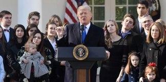 """Trump faz discurso contra o aborto: """"Toda criança é um presente de Deus"""""""