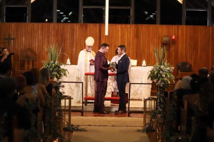 Igreja anglicana do Distrito Federal celebra primeiro casamento gay