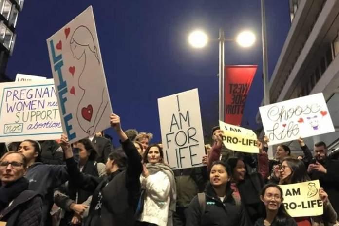Multidão de milhares de cristãos protesta contra o aborto na Austrália