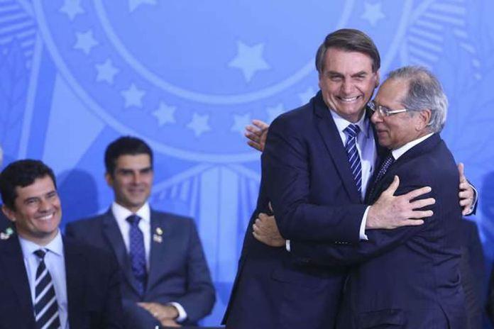 """Bolsonaro diz que atenderá seu """"centrão"""" em vetos ao abuso de autoridade"""