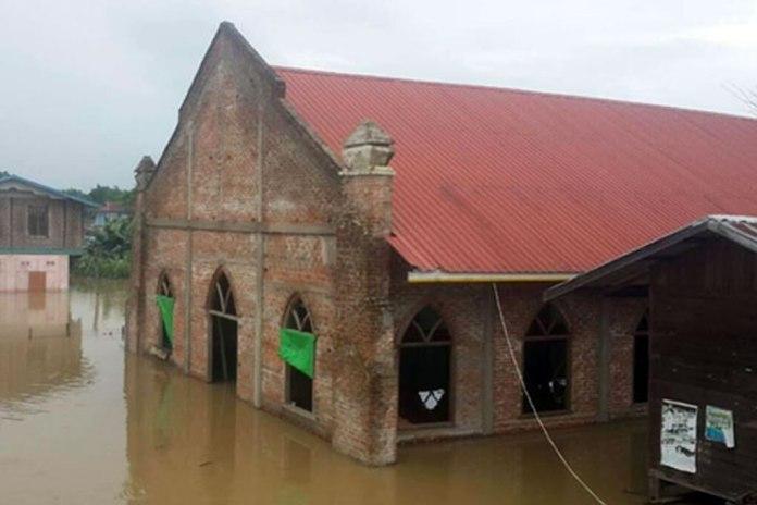 Chuvas intensas inundam igreja em Mianmar