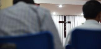 Cristãos vietnamitas são agredidos por vizinhos enfurecidos