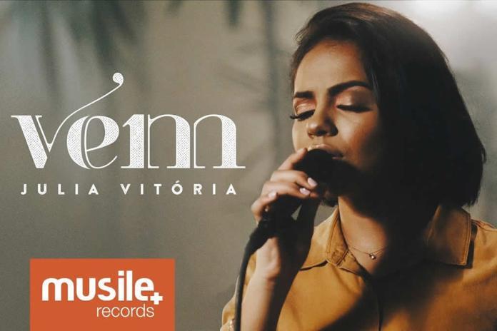"""Julia Vitória apresenta a música """"Vem"""", estreando sua segunda Live Session"""