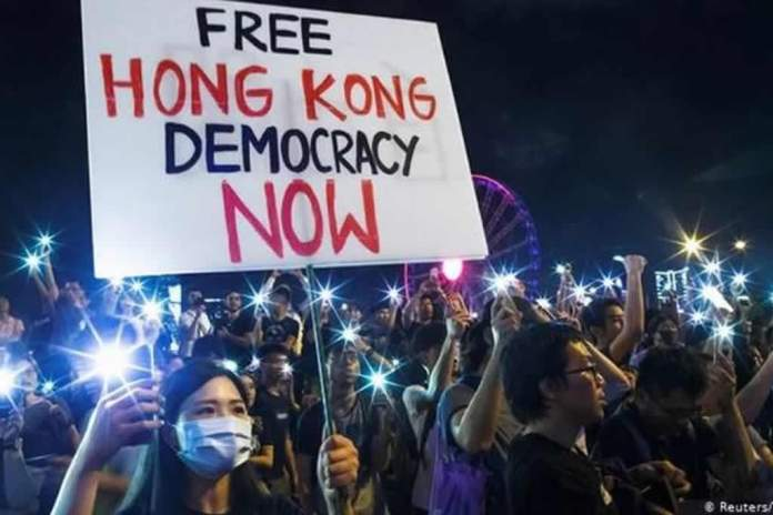 Jovens clamam por avivamento em meio a protestos contra o comunismo em Hong Kong