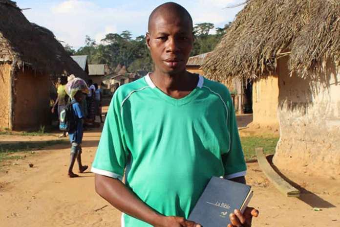Na vila de Lokpoou, na Guiné, nenhum outro deus é bem-vindo