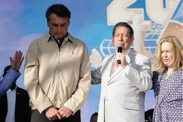 """Bolsonaro reafirma que """"País é laico, mas presidente é cristão"""""""