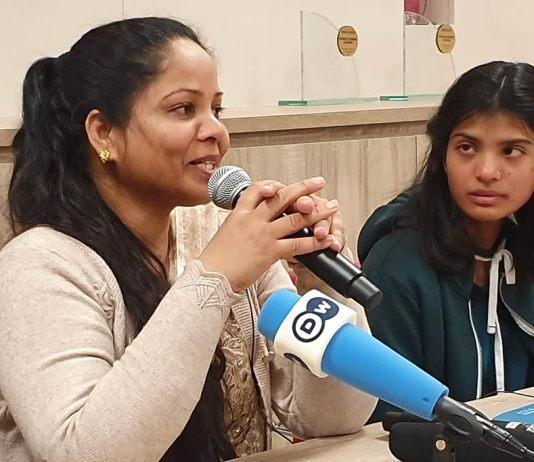 Cristã paquistanesa, Asia Bibi dá entrevista coletiva em Paris