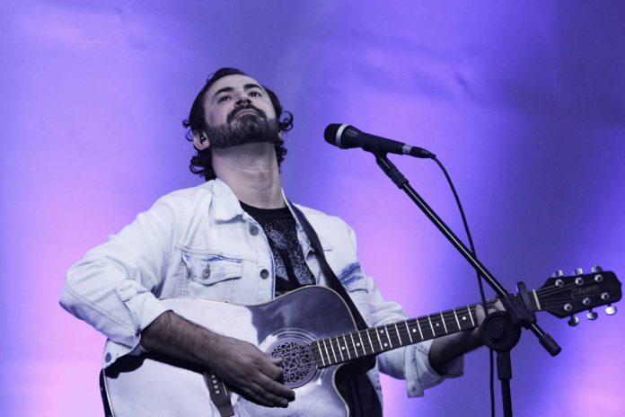 Carlos Heleno lança álbum com participação de Bené Gomes e Adhemar de Campos